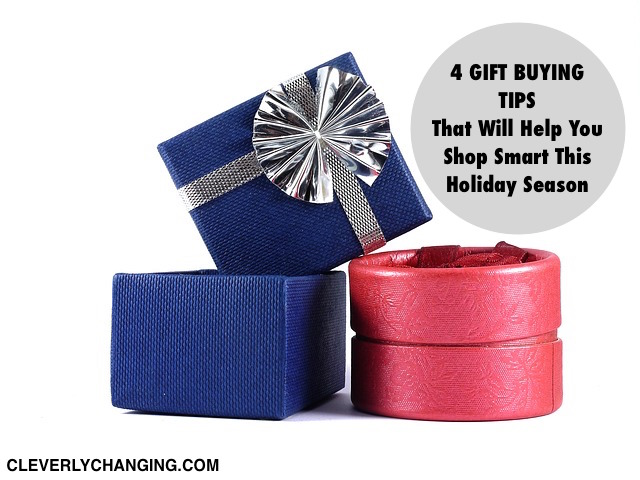 4 Gift Buying Tips that will keep you on #budget this #holiday season. #Finance Friday #personalfinance