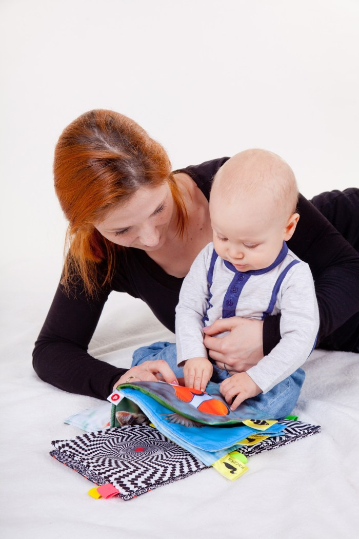 Faire la lecture à bébé