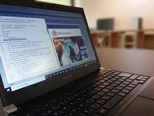 ノートブックパソコンの写真
