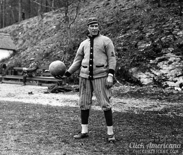 The Daily Fun Hour: Follow-ball Race (1922)