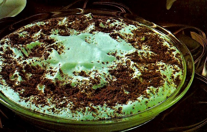 Cool mint cookie pie - Pastel mint dessert recipes from the '70s
