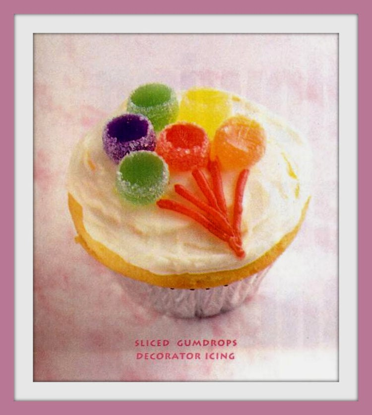 Cute ways to decorate cupcakes from 1995 - gumdrop balloons