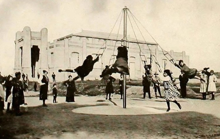 Dangerous old-fashioned playgrounds from the twenties (4)