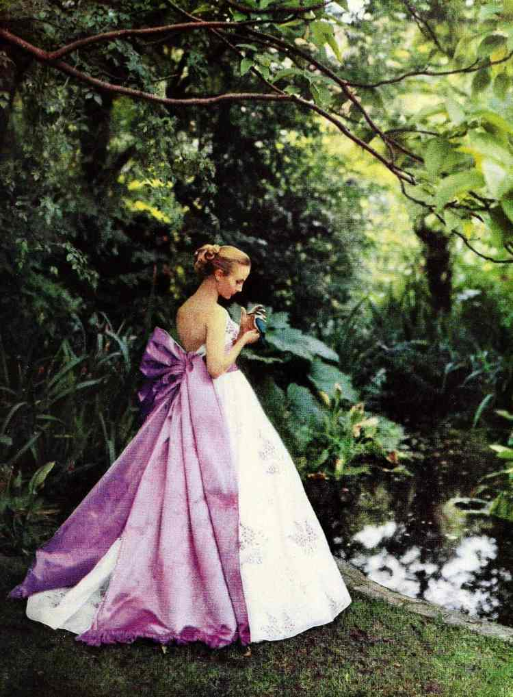Elegant evening gown with full skirt in white and purple from the 50s