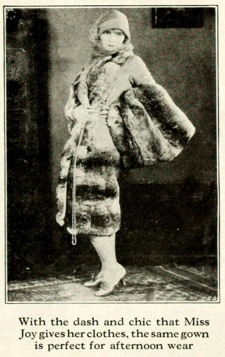Fashion lessons from the '20s How to spoil the effect of beautiful clothes (2)