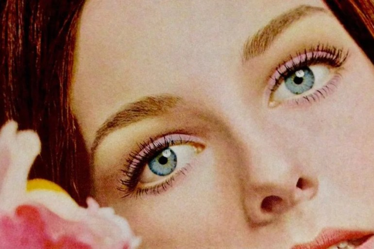 How to do makeup from the '70s: Soft pastel eyes (1972)