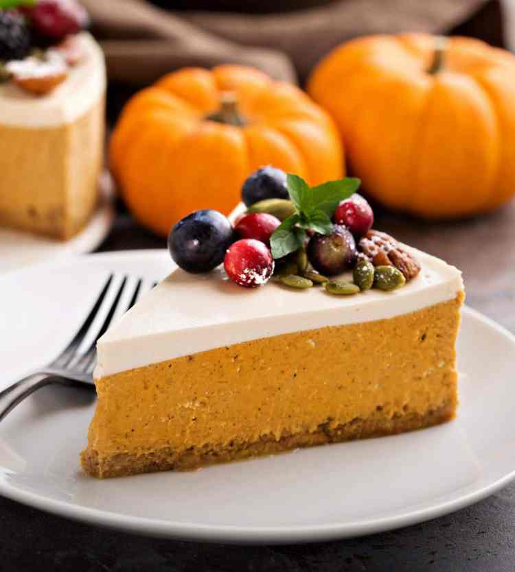 Cheesecake-topped pumpkin pies