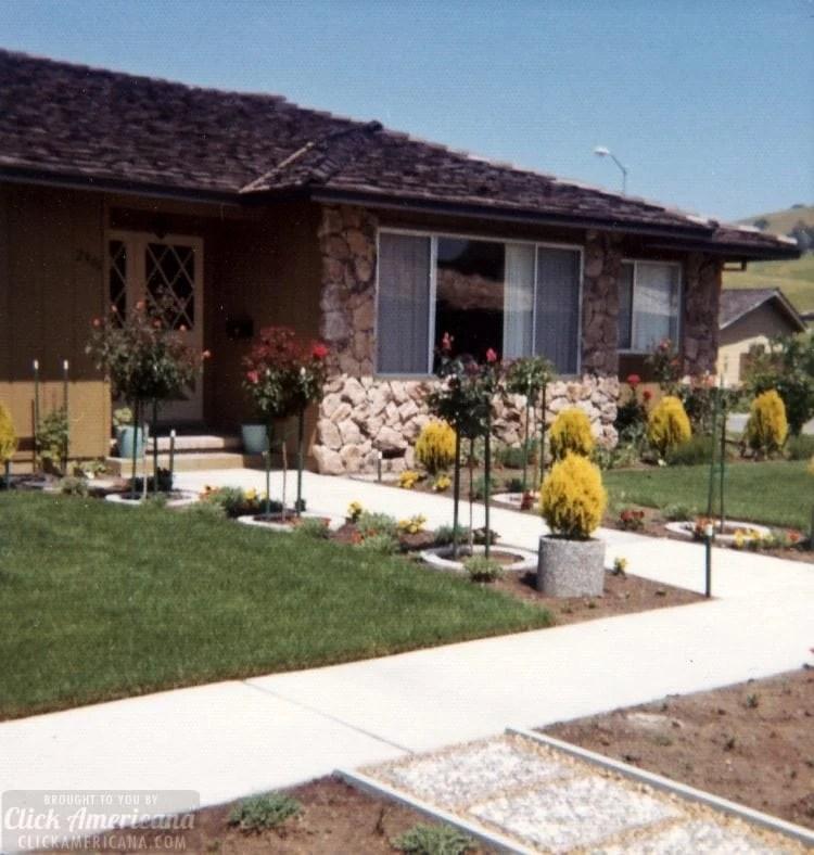 Vintage 1970s house in Santa Rosa California - Front yard - exterior (4)