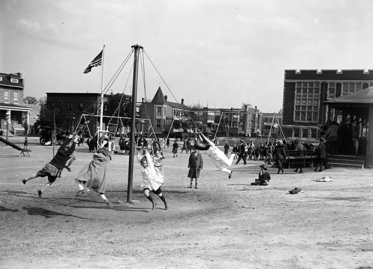 Vintage playgrounds from 1924 - kids (2)