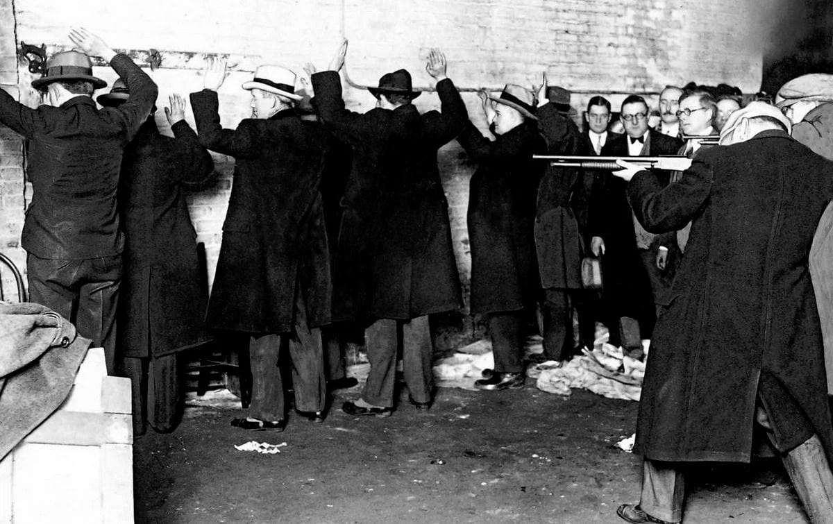 Chicago Gang Kills Six The St Valentine S Day Massacre 1929