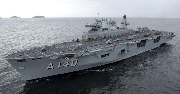 Resultado de imagem para Novo porta-helicópteros chega ao RJ para integrar a Marinha brasileira