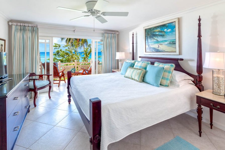 Villa in Barbados, Holetown. Inside the bedroom - double bed, celing fan, patio doors with beach views.