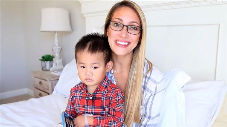Repudiable: una youtuber entregó a otra familia a su hijo con autismo