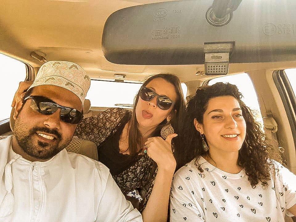 Io e Rossana in viaggio con Adil la nostra guida in Oman