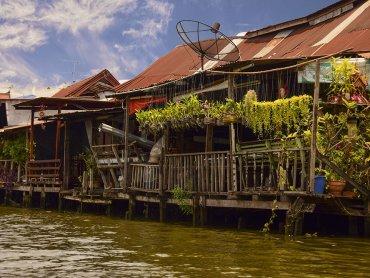 Le case tipiche dei canali di Thonburi a Bangkok