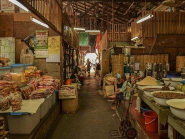 Bangkok il mercato locale pesce vista dell
