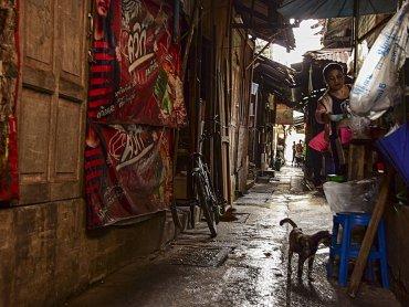 Bangkok un vicoletto nei pressi del mercato del pesce