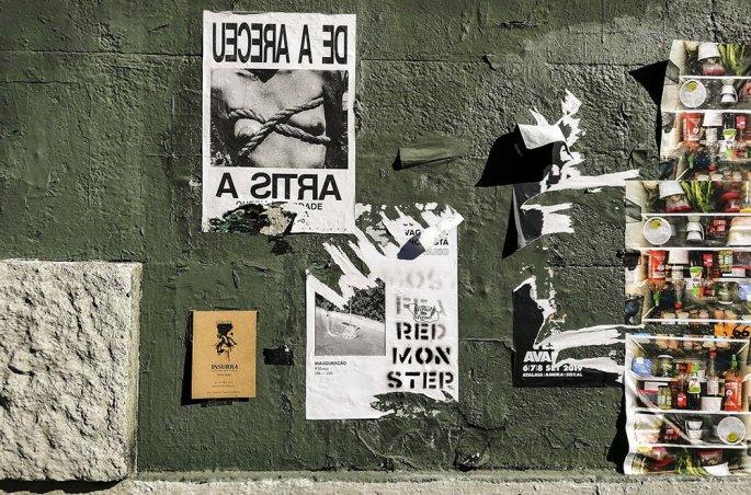 Porto: Dettaglio dei manifesti per strada