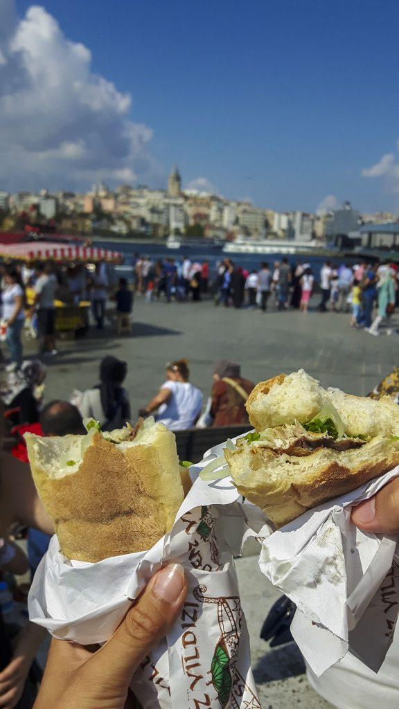 Istanbul il panino al pesce ad Eminonu