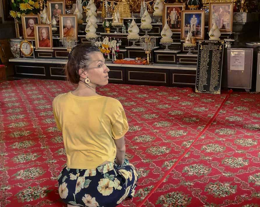 Come ci si comporta nei templi buddhisti?