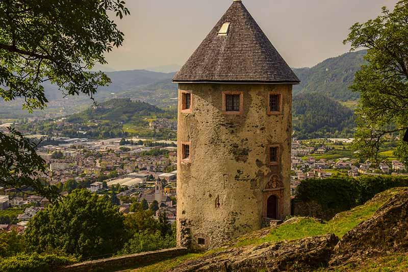 Valsugana: la torre del Castello di Pergine con vista sulla valle