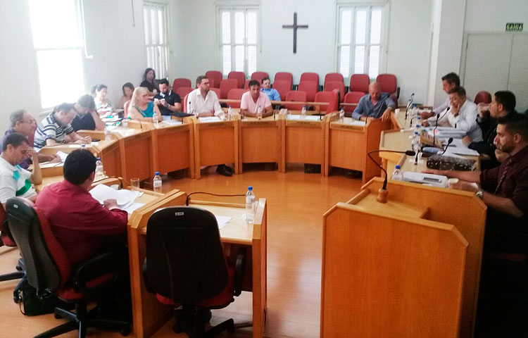 Iniciou a sessão que julga o prefeito Ivo