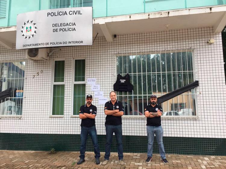 Policiais homenageiam colega morto em ação