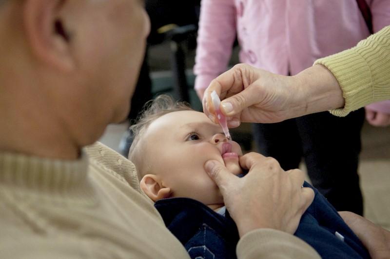 Vacinação contra pólio e sarampo ocorre em agosto para menores de 5 anos