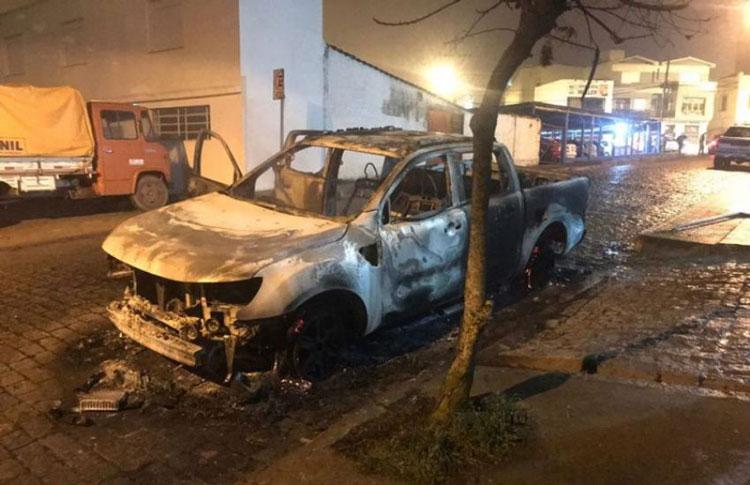 Criminosos explodem banco, atacam quartel da BM e trocam tiros com a polícia em Canguçu
