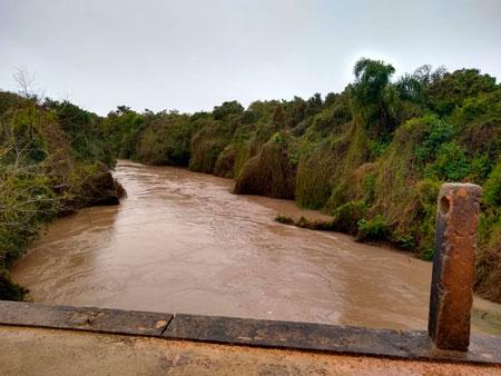 Nível da água sobe e deixa em alerta o Corpo de Bombeiros Voluntários de Tapes