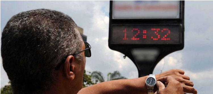 Governo adia horário de verão para 18 de novembro