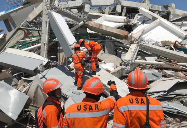 Indonésia pede ajuda internacional para sobreviventes de terremoto e tsunami