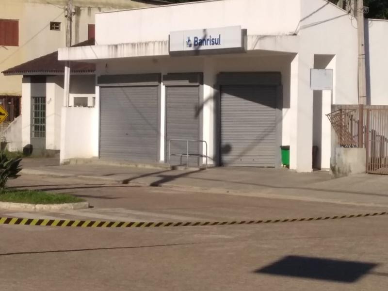 Criminosos trocam tiros com brigadiano em tentativa de assalto ao Banrisul em Cerro Grande do Sul