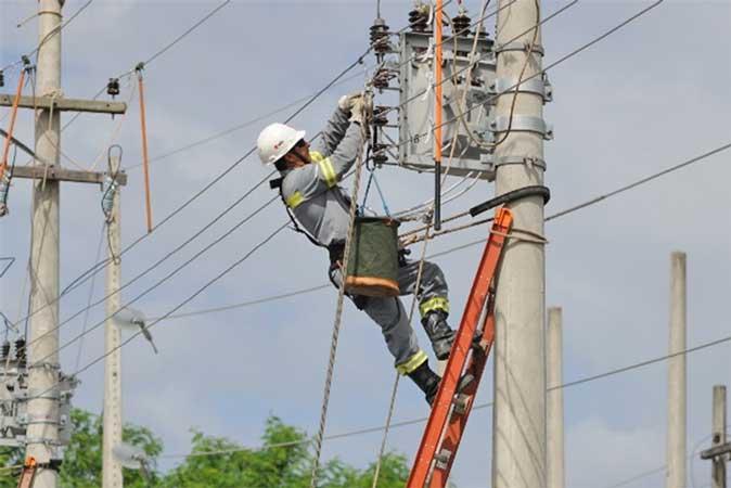 CEEE mantém desligamento de energia para domingo (06)