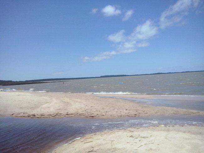Praia da Pinvest e Balneário Rebelo continuam impróprias para banho