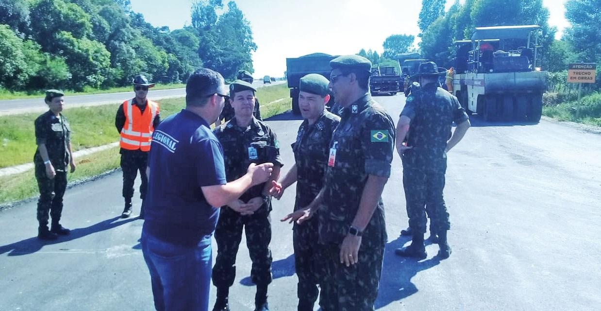 Grupo do Exército Brasileiro visita obras do lote 04, da BR-116