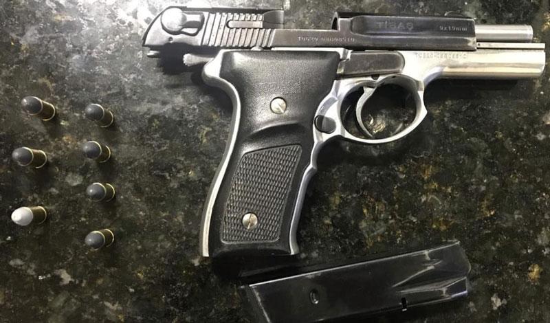 BM prende homem com pistola 9 mm no carro, em Camaquã