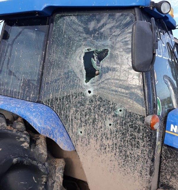 Criminosos depredam trator em propriedade rural de Tapes
