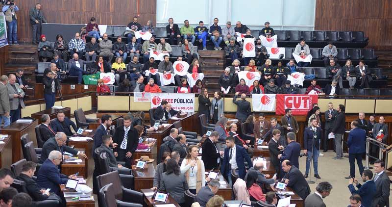 Aprovada autorização para governo privatizar CEEE, CRM e Sulgás