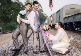 Kiss the… Grooms?