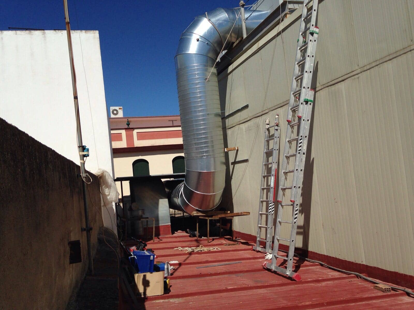 Suministro e instalaci n de equipos de aire acondicionado for Instalacion aire acondicionado sevilla