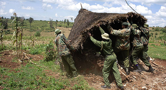 Kenya Forest Service  guards destroy Sengwer home.