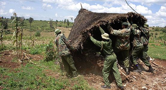 Kenya Forest Service  guards destroy Sengwer home.