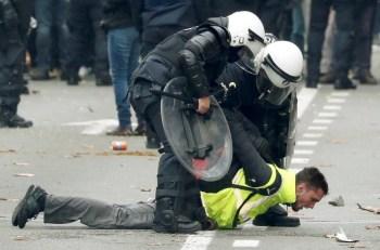 yellow vest police takedown