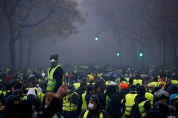 yellow vest protestors