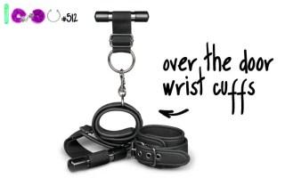 Dit is een afbeelding van over the door wrist cuffs handboeien