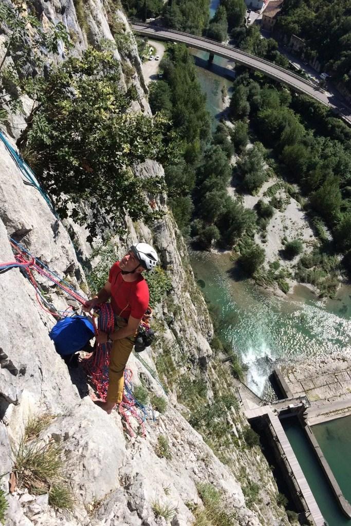 Wspinanie wielowyciągowe w ścianie Piccolo Dain, Włochy, na drodze Orrizonti Dolomitici