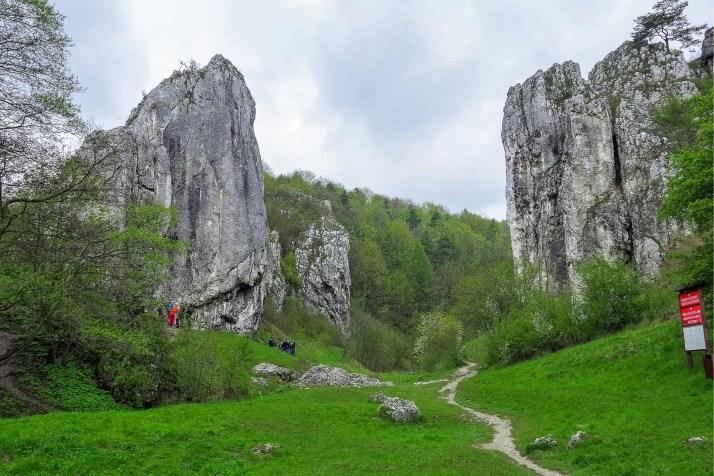 Wejście do Doliny Bolechowickiej i widok na Mur Pokutników i Filar Abazego