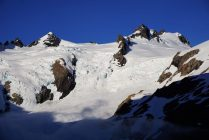 Closeup of the summit of Olympus, which is on the right.