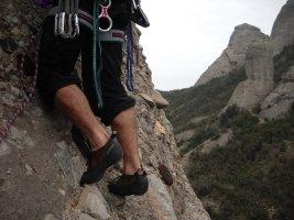 Pel Davant i Canaletes a la Panxa del Bisbe, Montserrat, Espagne 7